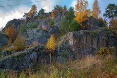Sikt från berget till berget Tid av året är hösten arkivfoto