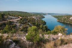 Sikt från bron Krka, nära Skradin Royaltyfri Foto