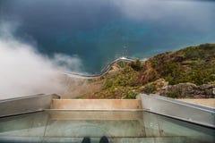 Sikt från Cabo Girao, madeira från den högsta klippan av Europa in mot Funchal arkivfoton