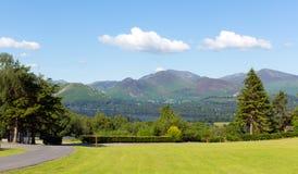 Sikt från Castlerigg Hall Keswick Lake District Cumbria till Derwent vatten och Catbells Arkivbilder