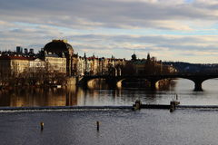 Sikt från Charles Bridge - Prague - Tjeckien Arkivbilder