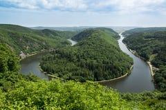 Sikt från Cloef till Saarschleife, Saarland flod, Tyskland Royaltyfri Foto
