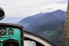 Sikt från cockpiten av en helikopter Arkivfoton