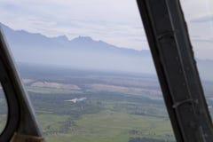 Sikt från cockpiten av en helikopter Royaltyfri Bild
