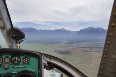 Sikt från cockpiten av en helikopter Fotografering för Bildbyråer