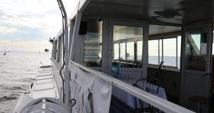 Sikt från däcket till pilbågen av skeppet stock video