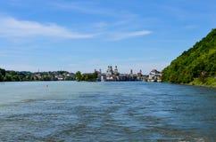 Sikt från Danube River till passauen arkivfoton