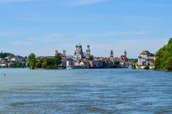 Sikt från Danube River till passauen royaltyfria bilder