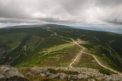 Sikt från den ÅšnieÅ ¼kaen, jätte- berg, Polen Arkivfoto