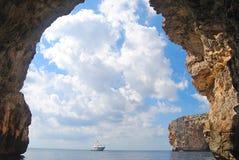 Sikt från den blåa grottan Arkivfoto