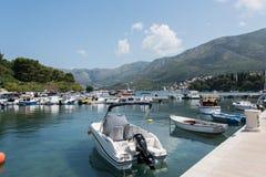Sikt från den Cavtat kajen, Kroatien Royaltyfria Bilder