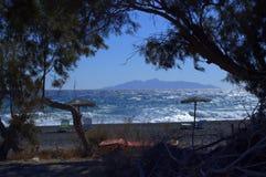 Sikt från den Kamari stranden, Santorini Royaltyfri Fotografi