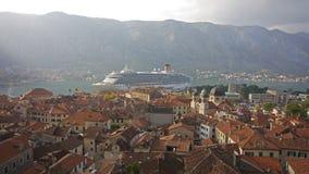 Sikt från den Kotor stadsväggen Montenegro - selektiv fokus Arkivbilder