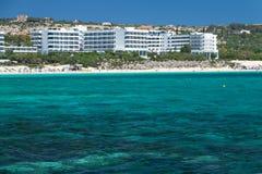 Sikt från den medelhavs- stranden av Cypern i Ayia Napa Royaltyfri Bild