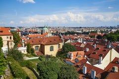 Sikt från den Prague slotten, Tjeckien royaltyfria foton