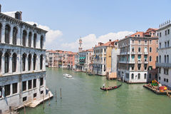Sikt från den Rialto bron, Venedig Arkivfoton