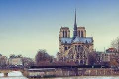 Sikt från den Tournelle bron på Notre Dame de Paris Fotografering för Bildbyråer