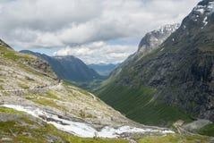 Sikt från den Trollstigen synvinkeln i Norge Royaltyfri Fotografi