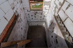 Sikt från det andra golvet till första Arkivfoton