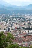 Sikt från det Bastilla berget på Grenoble byggnader i Frankrike royaltyfria foton