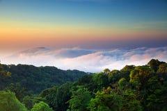 Sikt från det högsta berget i Thailand i den Doi Inthanon nationalparken Royaltyfria Bilder