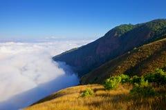 Sikt från det högsta berget i Thailand i den Doi Inthanon nationalparken Arkivfoto