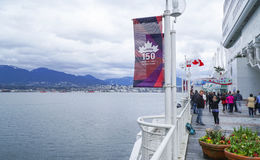 Sikt från det Kanada stället över den Vancouver hamnen - VANCOUVER - KANADA - APRIL 12, 2017 Royaltyfria Foton