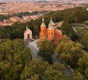 Sikt från det Petrin tornet, Prague arkivbild