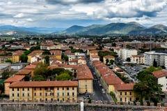 Sikt från det Pisa tornet - Italien royaltyfria foton