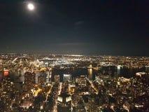 Sikt från Empire State Building på natten Arkivbild