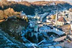 Sikt från en hög poäng till den historiska staden av Salzburg En stad i västra Österrike, huvudstaden av förbundsstaten av Royaltyfri Foto