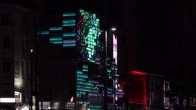 Sikt från en nattplats av delen av den Reeperbahn gatan stock video