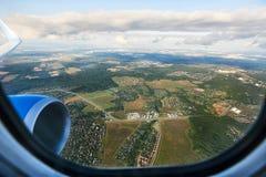 Sikt från ett flygplan på Moskvaregionen Arkivfoton