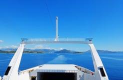 Sikt från färjan på det blåa havet Royaltyfri Fotografi