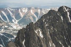 Sikt från fågelperspektivet av bergen! Royaltyfri Bild