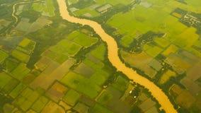 Sikt från fönstret av ett flygplan på Mekonget River vietnam fotografering för bildbyråer