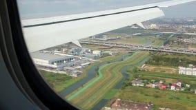 Sikt från flygplanfönster på Bangkok, Thailand arkivfilmer