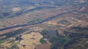 Sikt från flygplanhyttventilen på floden Tejo, avvikelse från Lissabon stock video