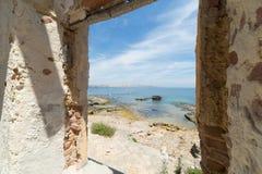 Sikt från gammalt hus av Marine Protected område av Plemmirio i Syr Arkivbilder