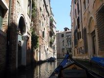 Sikt från gondolen venice Italien Royaltyfri Foto