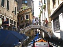Sikt från gondolen venice Italien Arkivbilder