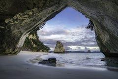 Sikt från grottan på domkyrkalilla viken, coromandel, Nya Zeeland 14 Royaltyfri Bild