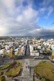 Sikt från höjden av staden av Reykjavik royaltyfri bild