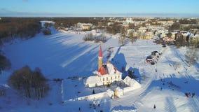 Sikt från höjden på priorsklosterslotten, Januari dag gatchina russia stock video