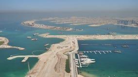Sikt från höjderna på Palm Jumeirah i Dubai Panorama av kusten av Dubai arkivfilmer