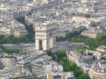 Sikt från höjdpunkt till Arc de Triomphe paris Royaltyfria Bilder