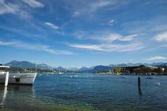 Sikt från Haldenstrasse på kusterna över sjön Lucerne (Schweiz) Fotografering för Bildbyråer