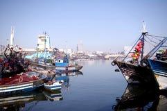 Sikt från hamn till moskén Royaltyfri Foto