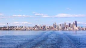 Sikt från hamnen på Seattle stadshorisont Royaltyfria Foton