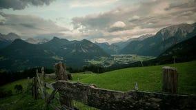 Sikt från Haus Loderbichl timelapse på för den österrikiska fjälläng- och Lofer staden stock video